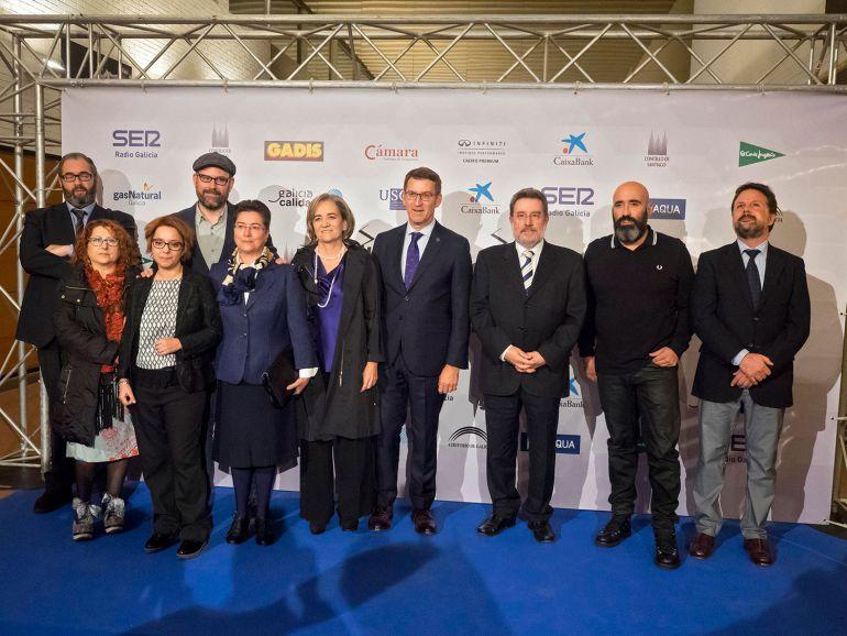 Los premiados en esta edición en una foto delante del photocall con las autoridades asistentes