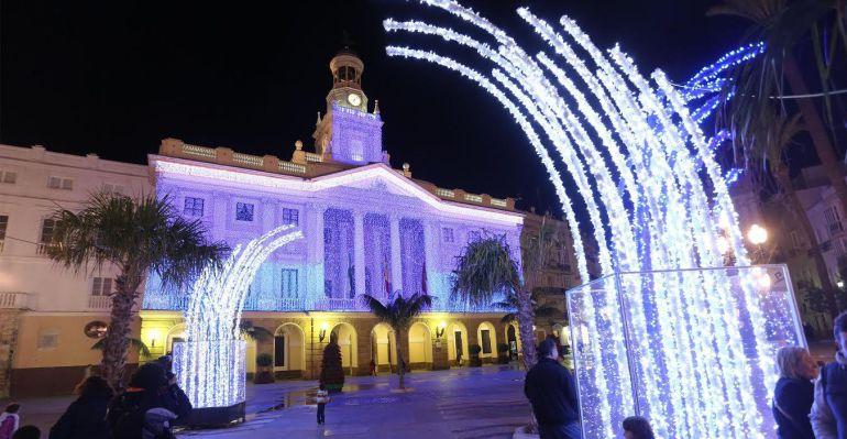 El ayuntamiento de c diz contrata dos nevadas artificiales - Iluminacion de navidad ...