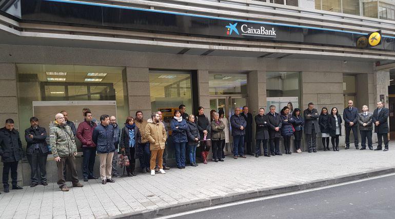Concentraciones de repulsa en las 28 oficinas de caixabank for Oficina zona azul talavera
