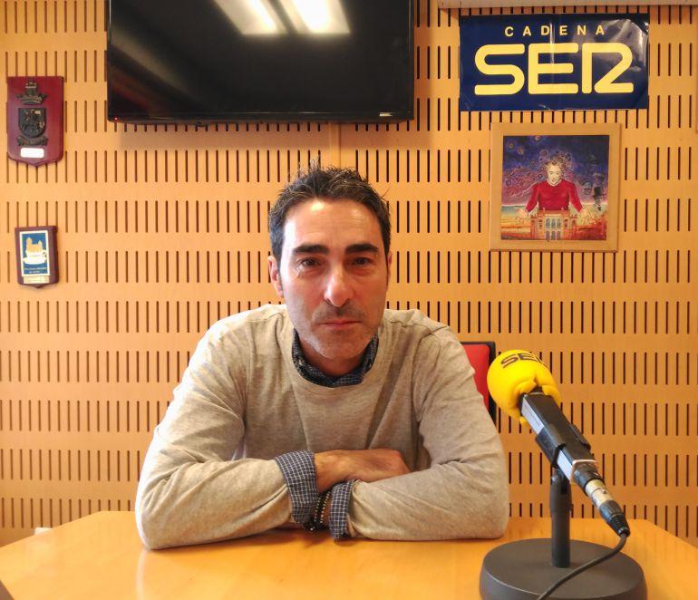 Antonio Martínez Ares en los estudios de Radio Cádiz en el programa #SERxCuatro