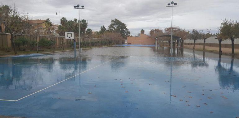 Patio del Colegio Blasco Ibañez de Valencia, tras las lluvias de este domingo