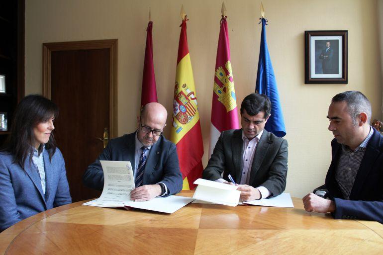 """Unidos para garantizar el desarrollo de la """"Tarjeta Monedero"""" en Albacete"""