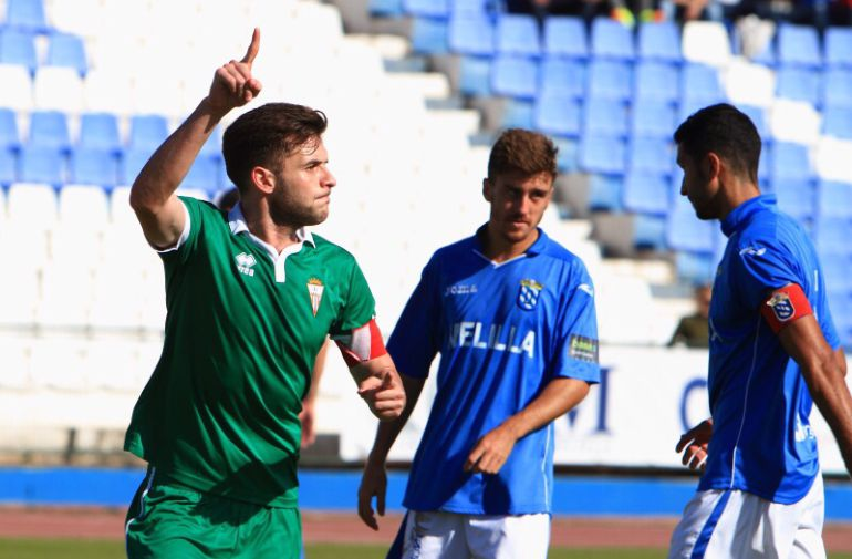Iván celebra un gol en Melilla.