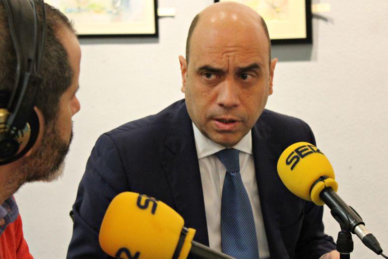 Gabriel Echávarri en Hoy por Hoy Alicante tras la lectura de un artículo de la Constitución en la sede de la Universidad de Alicante