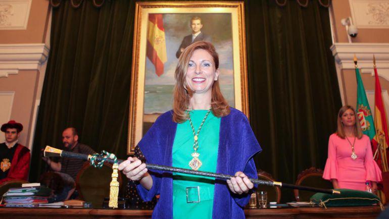 Amparo Marco: La alcaldesa de Castellón sufre una caída mientras montaba a caballo