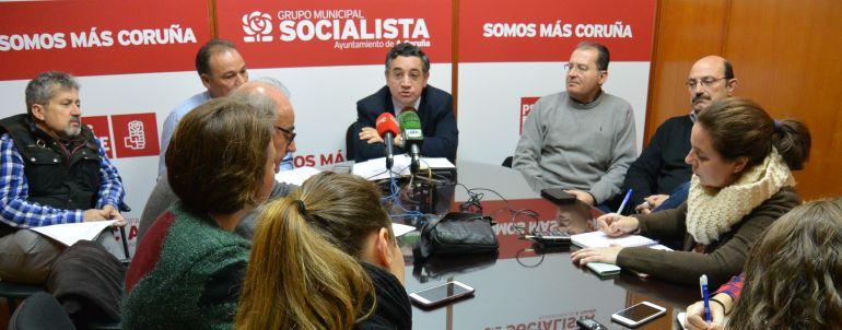 Reunión del PSOE con el comité de empresa de Alvedro