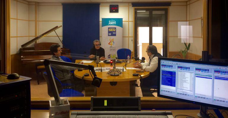Pedro Melguizo durante la tertulia 'Paso a 2' de 'Hoy por Hoy Jaén' con José Liébana y Ginés Donaire.