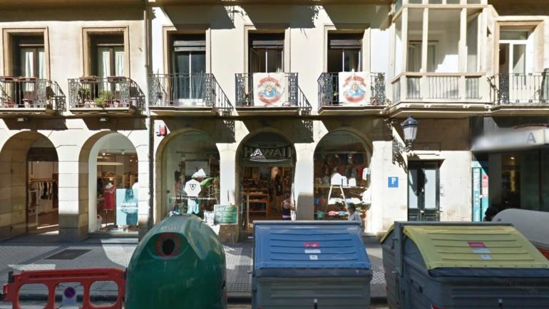 La tienda Hawaii, ubicada en la calle Legazpi de San Sebastián, es uno de los comercios en los que se podrá comprar con el Bono Comercio.