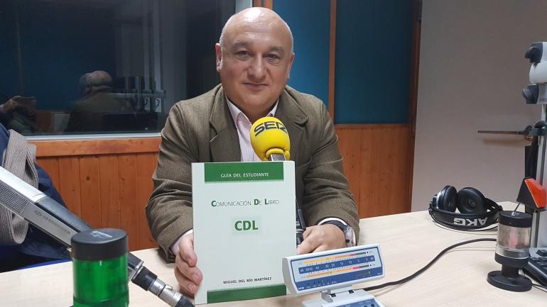 """Miguel del Río, autor de """"Comunicación de lIbro"""", en el estudio de Radio Santander"""