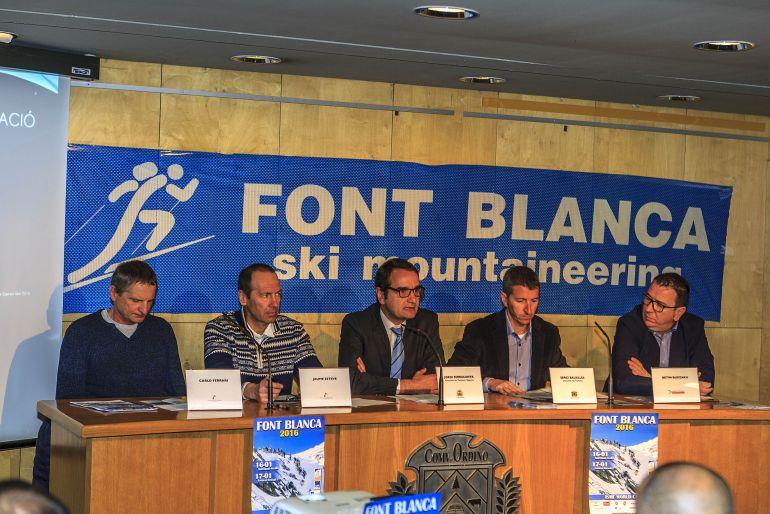 Carlo Ferrari, a l'esquerra, en la presentació de la Font Blanca 2016.