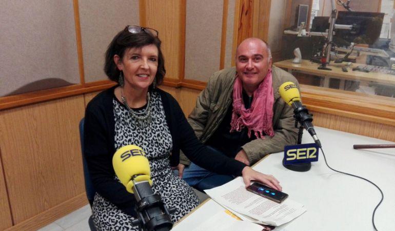 Trinidad López e Ildefonso Blanco en el estudio de Radio Sevilla