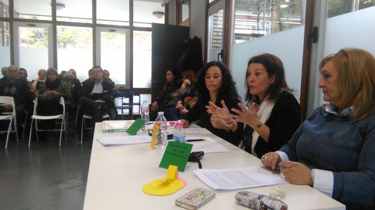 Yolanda de la Viuda, Marta del Valle durante la intervención, y Esmeralda Tejero