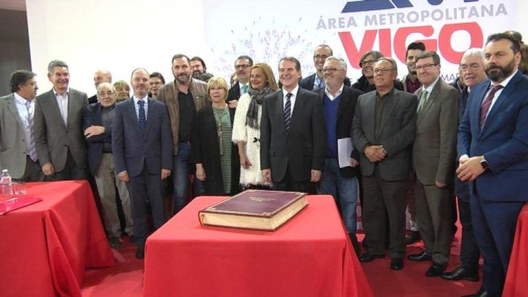 Foto de familia del Área Metropolitana de Vigo, sin los representantes del Partido Popular