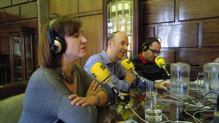 De izquierda a derecha, Sara Fernández (C's), Carmelo Asensio (CHA) y Alberto Cubero (ZeC)