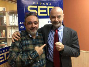 El empresario Julio Torres (d) y Miguel Angel García, manager
