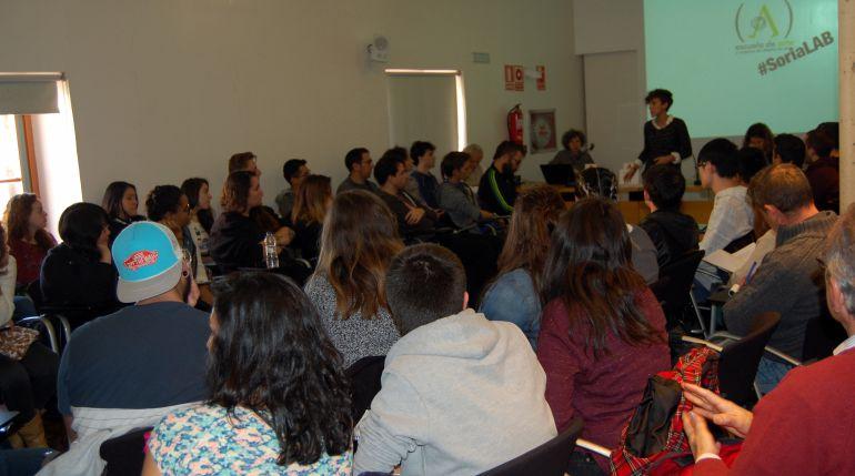 La concejala de Juventud, Inés Andrés, durante su exposición en 'Soria En Construcción'.