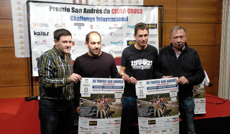 Los organizadores del Trofeo San Andrés posan durante la presentación de la prueba.