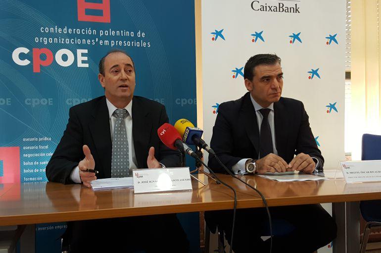 José Ignacio Carrasco (i) Presidente de la CPOE y Miguel Rivas, Director de Área de Negocio de CaixaBank en Palencia