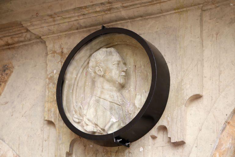 El medallón de Franco, protegido con una vitrina el pasado 20 de Noviembre