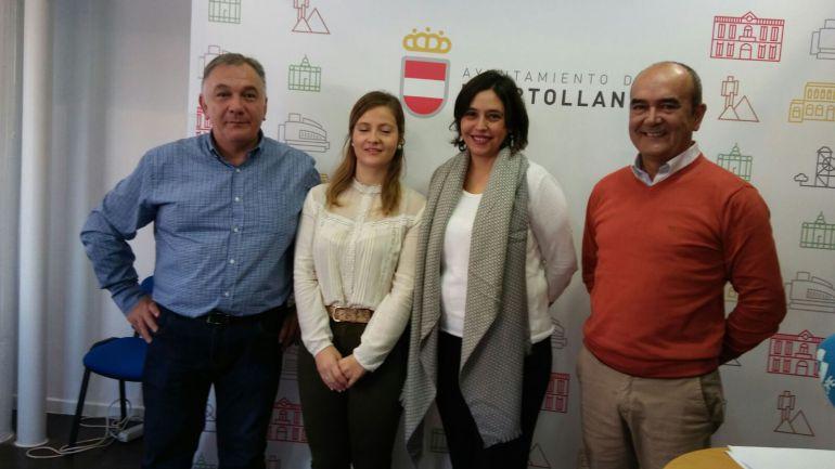 La concejal de cultura Ana Muñoz, acompañada de representantes de la Peña flamenca Fosforito y la Agrupación Folclórica Virgen de Gracia
