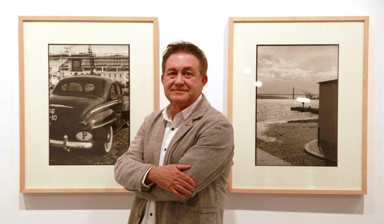 El reconocido fotógrafo Manuel Sonseca en la inauguración de sus imágenes lisboetas en el Centro de Arte