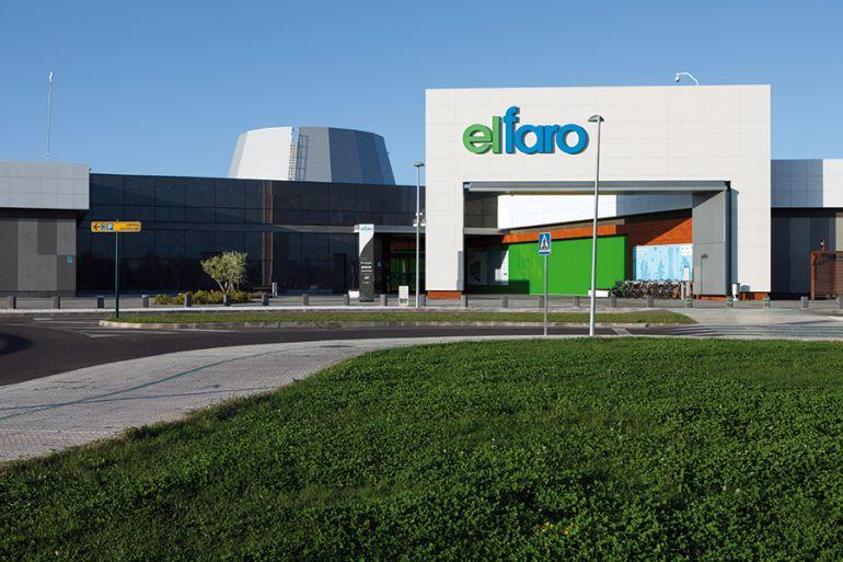 Los ladones accedieron a la joyería de El Faro a través del muelle de este centro comercial de Badajoz.