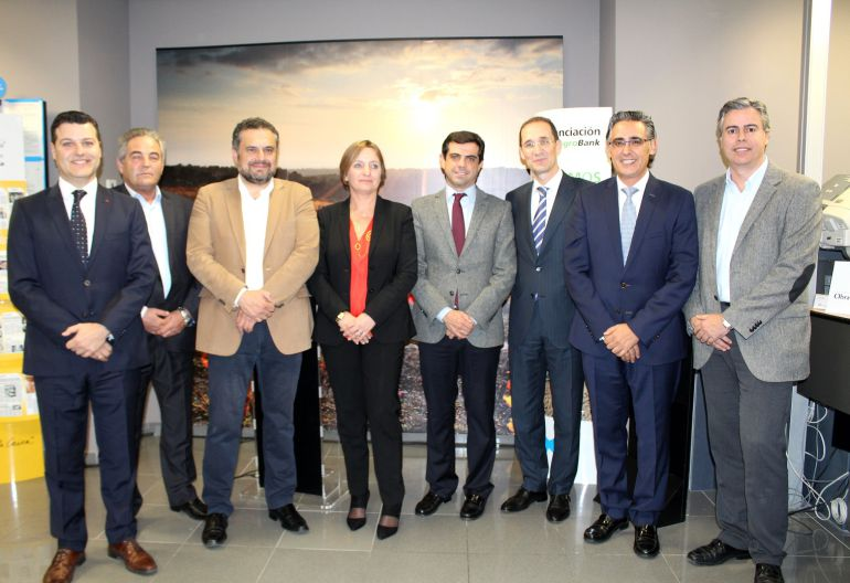 Agrobank inaugura su nueva oficina en pleno centro de for Oficina zona azul talavera