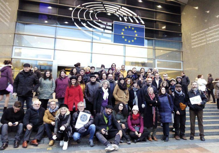 Representantes da cultura galega no Parlamento Europeo coa Eurodiputada Lidia Senra