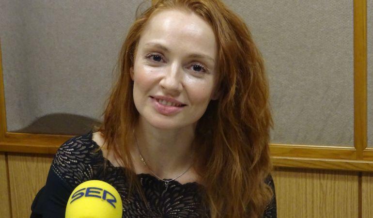 La actriz y cantante Cristina Castaño en el estudio de Radio Sevilla