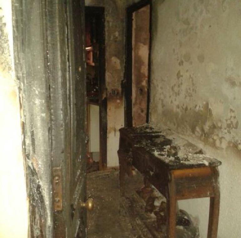 Las viviendas se han visto gravemente afectadas por las llamas.