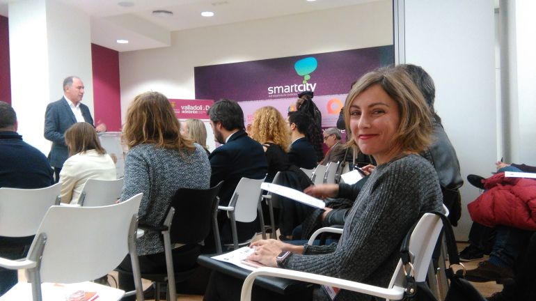 Sonia Martínez- en primer plano- asiste a la presentación del plan por parte del concejal de Hacienda
