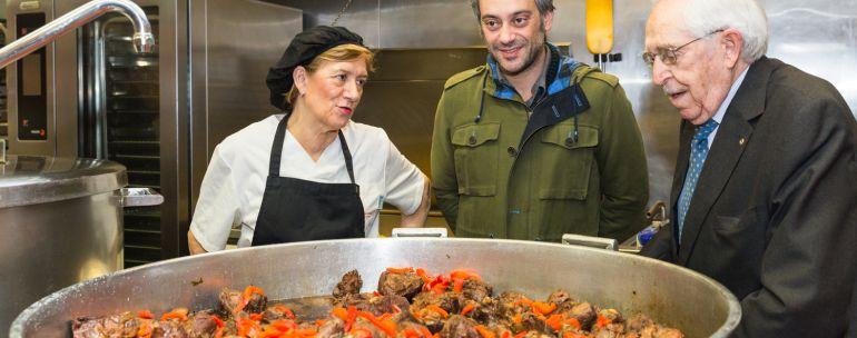 A coru a ferreiro cumple la tradici n y visita la cocina - Cocina economica coruna ...