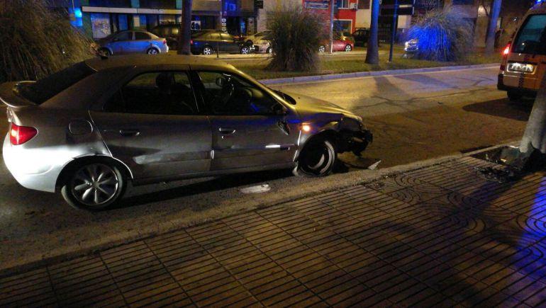 Un conductor bebido chocó contra un árbol en la avenida María Auxiliadora