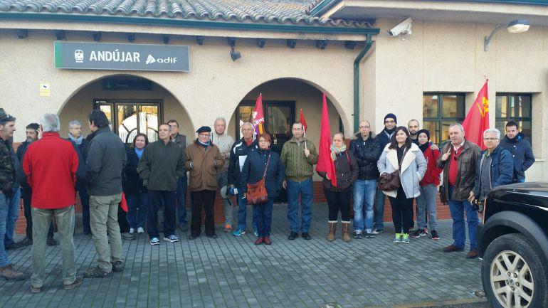 Participantes en la marcha homenaje a loas Brigadas Internacionales con motivo del 80 aniversario de la Batalla de Lopera