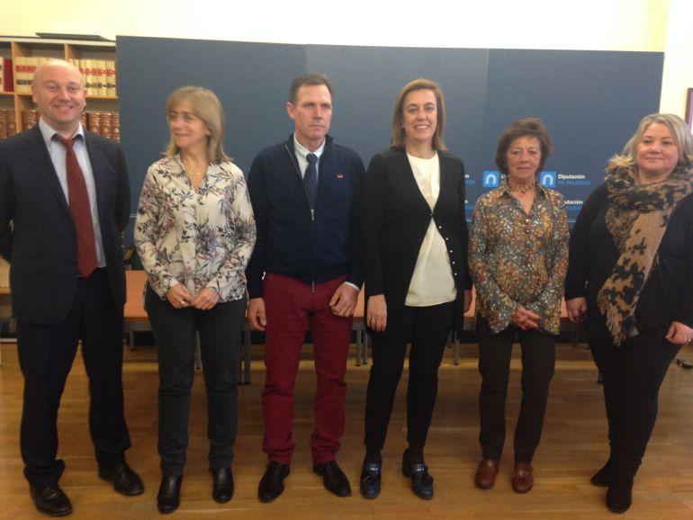 Representantes de los Grupos de Acción Local junto a la Presidenta y el Vicepresidente de la Diputación