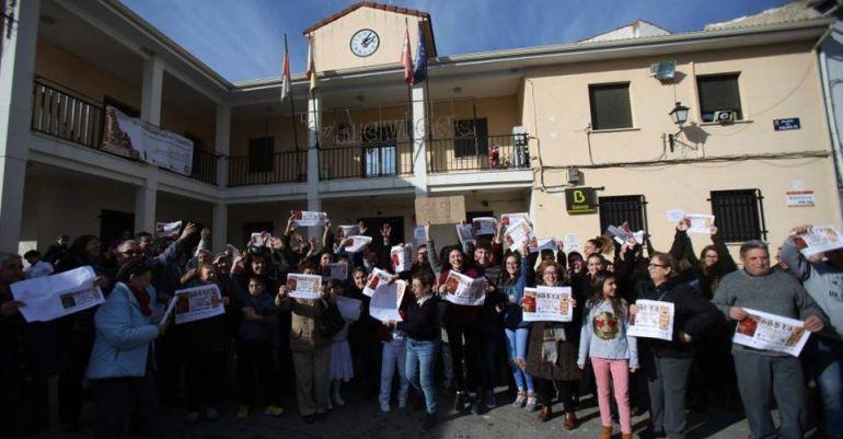 Vecinos en la calle celebrando el Premio Gordo del 22 de diciembre