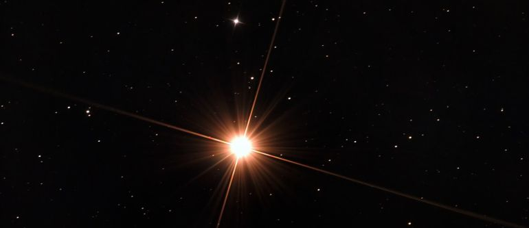 Foto de la estrella Arturo tomada por los aficionados de AstroCuenca.
