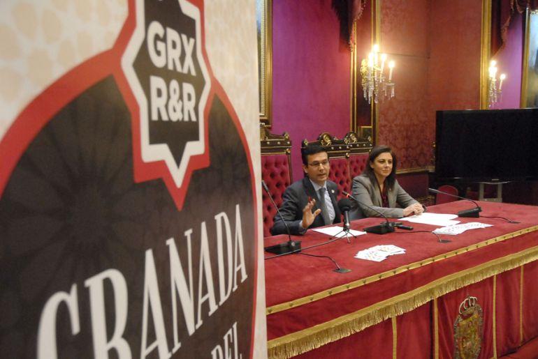 Paco Cuenca y Raquel Ruz, durante la presentación de la actividad.