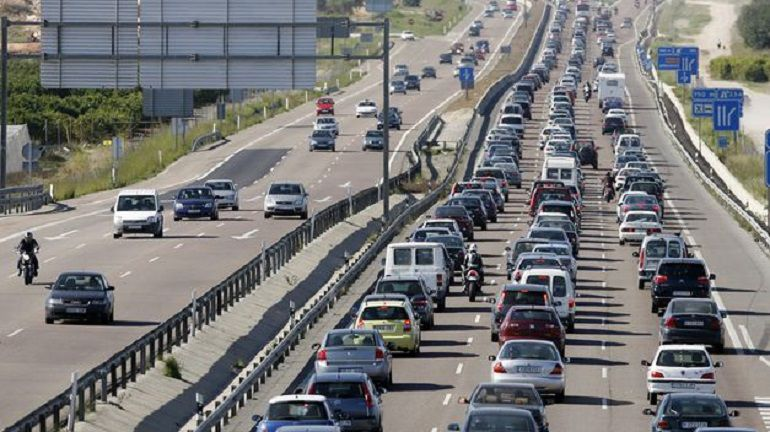 """Análisis sobre la situación del tráfico en Sevilla: """"El problema de los atascos en Sevilla tiene muy difícil solución"""""""