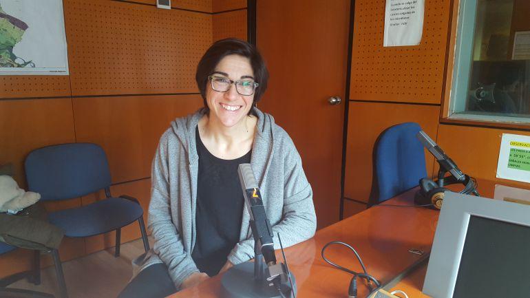 Sara Monforte en los estudios de Radio Zaragoza