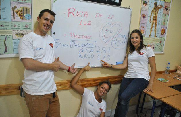 Alejandro Camuñas junto a las compañeras con las que formó el proyecto solidario que desarrollaron en el Sahara