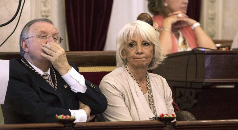 José Blas Fernández y Teófila Martínez, durante un pleno en el Ayuntamiento de Cádiz
