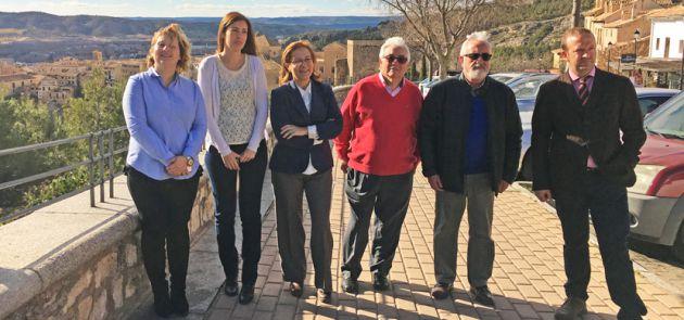 La presidenta de la Asoc. de la Prensa de Cuenca, Nuria Lozano (a la izquierda) acompañada de los miembros del jurado: Ana López, Elsa González, Emilio López, José Luis Muñoz y José Luis Manfredi.