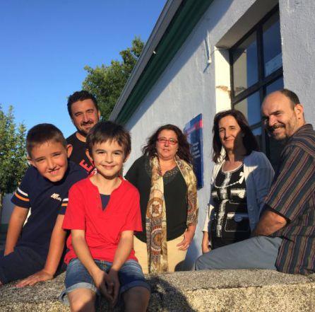Niños y padres de la escuela de Torralba.
