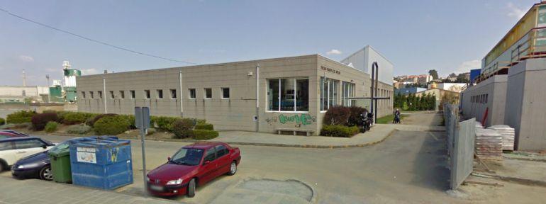 Denuncian el mal estado de la piscina de arteixo radio for Piscina municipal de arteixo