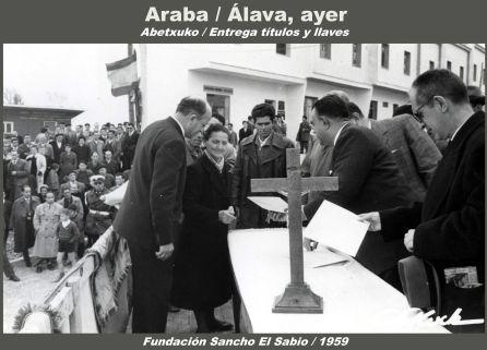 ABETXUKO. ENTREGA DE TÍTULOS Y LLAVES DE LAS VIVIENDAS