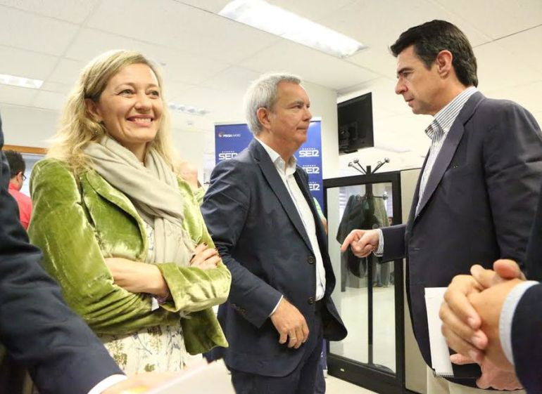 Victoria Rosell y José Manuel Soria en Ser Las Palmas durante un debate en campaña electoral.