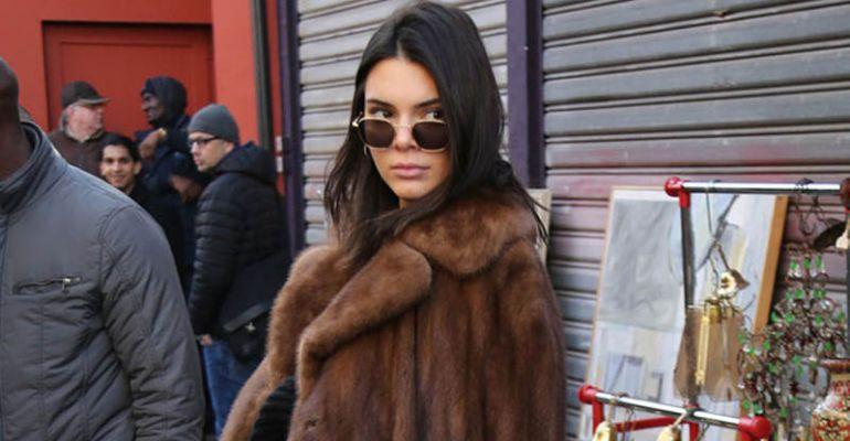 Kendall Jenner con un abrigo de pieles