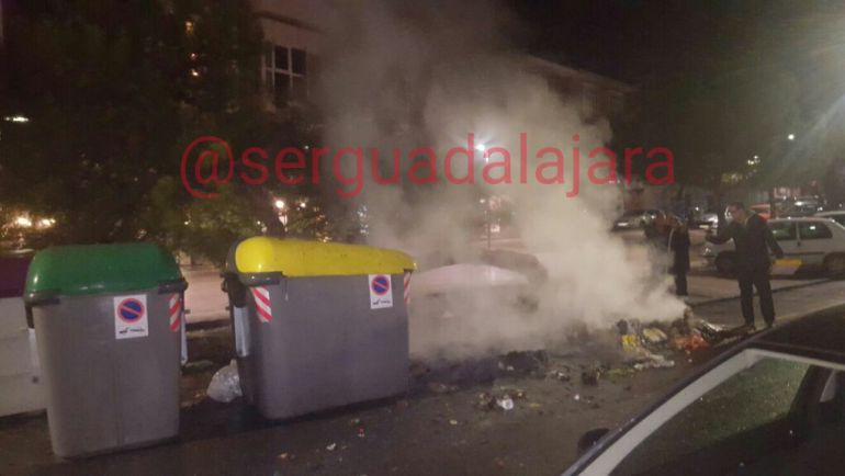 Contenedor ardiendo en Boixeareu Rivera