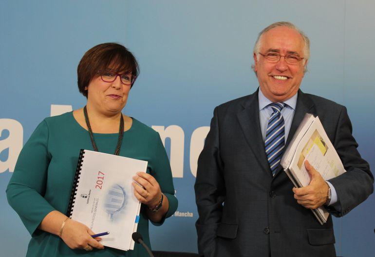 Carmen Olmedo, delegada de la Junta y Francisco Pérez Alonso, director provincial de Economía y Administraciones Públicas.